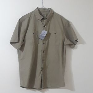 NWT Windriver buttons down shirt